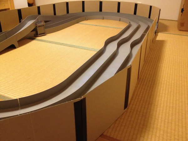 TOYz BAR☆ミニ四駆・タミヤ・ジャパンカップジュニアサーキット、家で広げるためガード自作