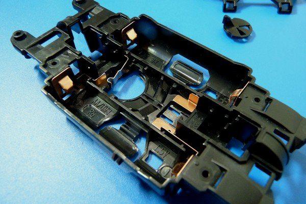 TOYz BAR☆ミニ四駆・軽量センターシャーシの電池金具取り付け部分