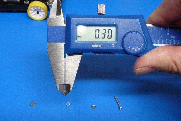 TOYz BAR☆ミニ四駆・4mm径ワッシャの厚さを測定