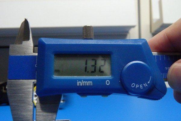 TOYz BAR☆ミニ四駆・ビス頭の高さを測定