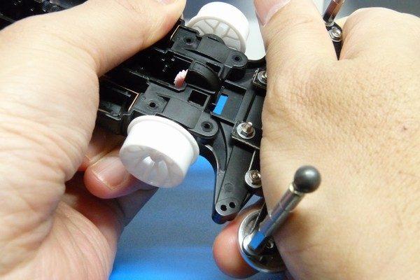TOYz BAR☆ミニ四駆・FRPステー取り付けによるシャーシ歪みを修正。