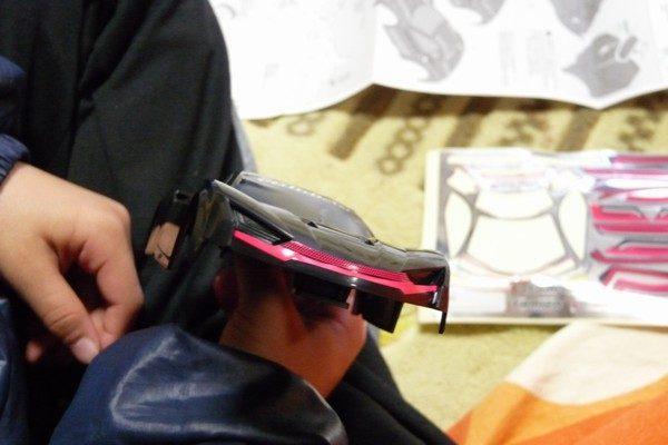 TOYz BAR☆ミニ四駆・ライキリ、小学1年生、がんばって組み立て。ステッカー貼り、難しい。