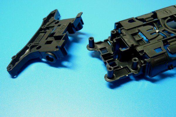 TOYz BAR☆ミニ四駆MSシャーシのリヤユニットが上下可動できるように加工。リヤユニットを外したところ。