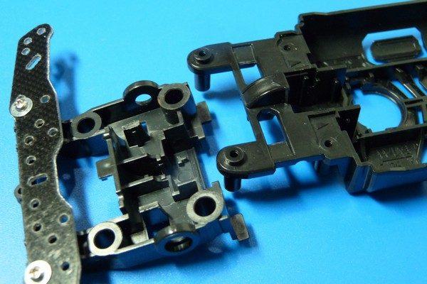TOYz BAR☆ミニ四駆MSシャーシのリヤユニットが上下可動できるように加工。リヤユニット結合。