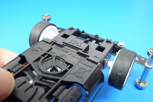 TOYz BAR☆ミニ四駆MSシャーシのリヤユニットが上下可動できるように加工。リヤユニットのはまり込み。