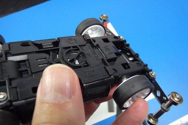 TOYz BAR☆ミニ四駆MSシャーシのリヤユニットが上下可動できるように加工。リヤユニット、上下可動せず。