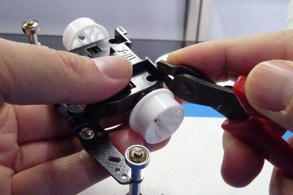 TOYz BAR☆ミニ四駆MSシャーシのリヤユニットが上下可動できるように加工。