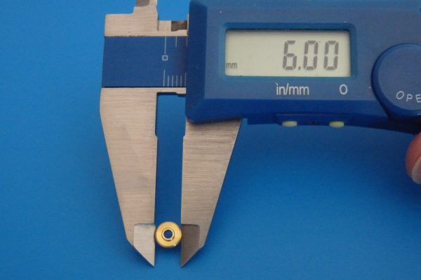 TOYz BAR☆ミニ四駆GUP 94381 AO-1002 メタル軸受けセット。寸法測定。