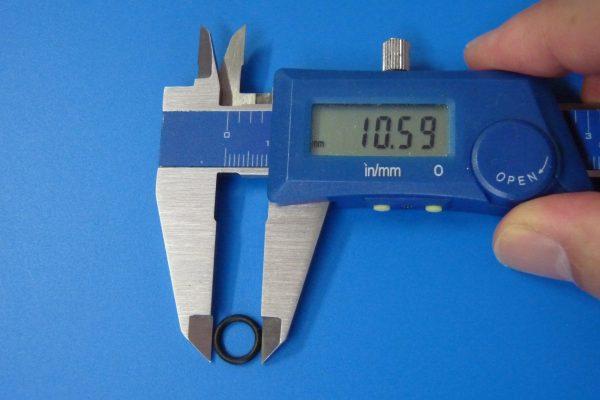 TOYz BAR☆ミニ四駆GUP 94812 AO-1026 13 - 12mmローラー用ゴムリング (6個)。ゴムリング直径測定。