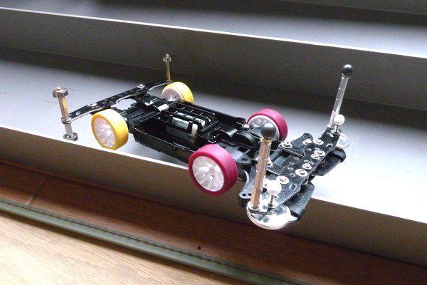 TOYz BAR☆ミニ四駆 MSシャーシ用リヤアンダーガード妄想中。コースの壁にひっかかるパターン写真。