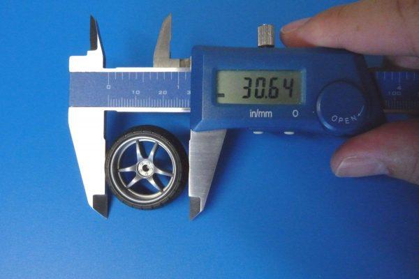 TOYz BAR☆ミニ四駆GUP 15491 大径Vスポーク ナローホイール(バレルタイヤ付)。バレルタイヤ直径測定。