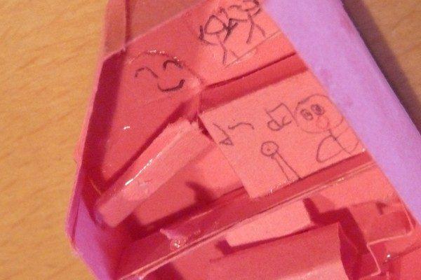 TOYz BAR☆子どもたちの最近の関心事項。ミニチュアハウスのカットモデル工作。