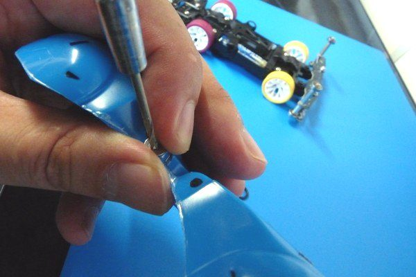 TOYz BAR☆ミニ四駆、バックブレーダー(ポリカボディ)。電池おさえパーツと連結。