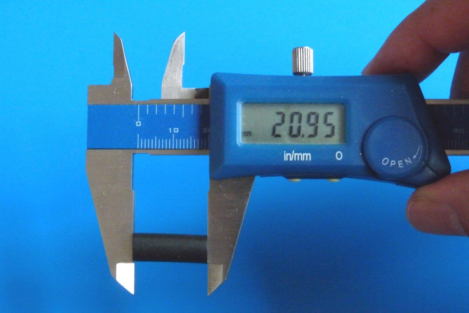 TOYz BAR☆ミニ四駆・15386 ボールスタビキャップ(ブライト)。ゴムチューブ、サイズ測定。