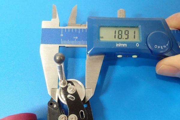 TOYz BAR☆ミニ四駆GUP 15426 19mmプラリング付アルミベアリングローラー(ディッシュタイプ)。直径比較。