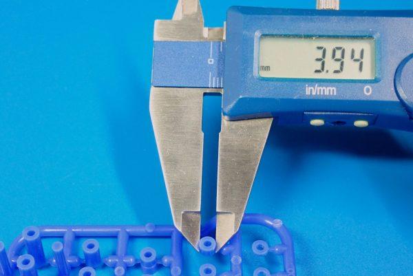 TOYz BAR☆ミニ四駆GUP 95368 軽量プラスペーサーセット (12/6.7/6/3/1.5mm) (ブルー)。直径測定。