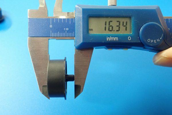 TOYz BAR☆ミニ四駆GUP 95369 ハード大径ローハイトタイヤ&カーボン強化ホイール。大径カーボン強化ホイール(ディッシュ)。サイズ測定。