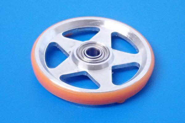 TOYz BAR☆ミニ四駆GUP 95385 19mmプラリング付アルミベアリングローラー(5本スポーク)(オレンジ)。表面詳細写真。