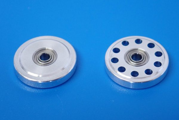 TOYz BAR☆ミニ四駆GUP 95301 軽量13mmオールアルミベアリングローラー。ノーマル13mmオールアルミベアリングローラーと比較。