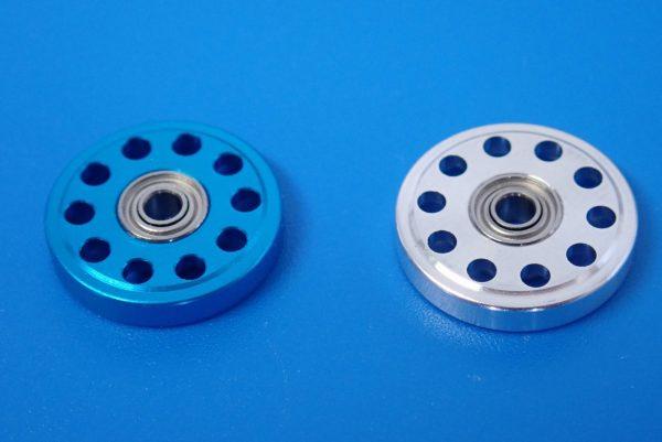 TOYz BAR☆ミニ四駆GUP 95301 軽量13mmオールアルミベアリングローラー。軽量13mmオールアルミベアリングローラー(ブルー)と比較。
