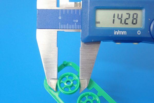 TOYz BAR☆ミニ四駆GUP 15158 ショートスタビローラー。ゴムローラー直径測定。
