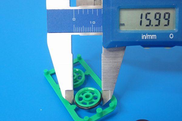 TOYz BAR☆ミニ四駆GUP 15158 ショートスタビローラー。ゴムリングのローラー装着時直径測定。