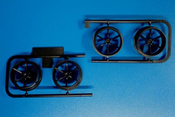 Yz BAR☆ミニ四駆GUP 95371 ハード大径ローハイトタイヤ&カーボン強化6本スポークホイール。ホイール詳細写真。
