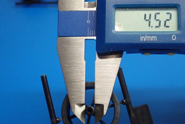 Yz BAR☆ミニ四駆GUP 95371 ハード大径ローハイトタイヤ&カーボン強化6本スポークホイール。軸部分直径測定。