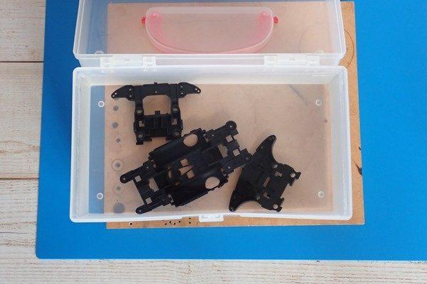 TOYz BAR☆熱湯によるミニ四駆シャーシのゆがみ修正、効果確認実験。熱湯で残量応力抜き。