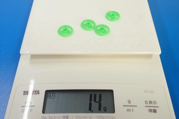 TOYz BAR☆95391 低摩擦プラローラーセット (ブルー&ライトグリーン)。16mm低摩擦プラローラー(ライトグリーン)、重量測定。